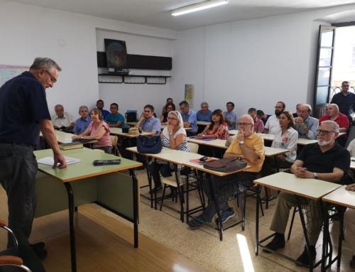 50 personas participan en la reunión informativa de la Academia de Lenguas