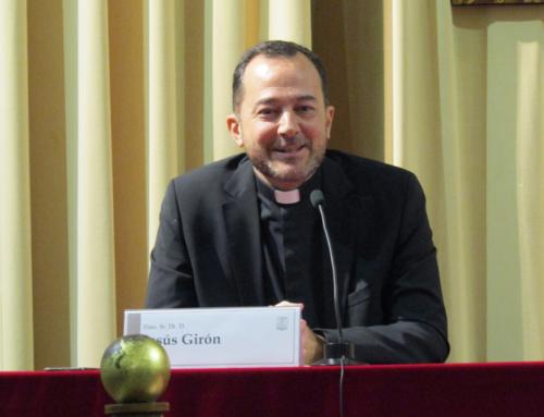 200 personas acompañan al profesor Jesús Girón en la presentación de «Maestro, ¿dónde vives?»